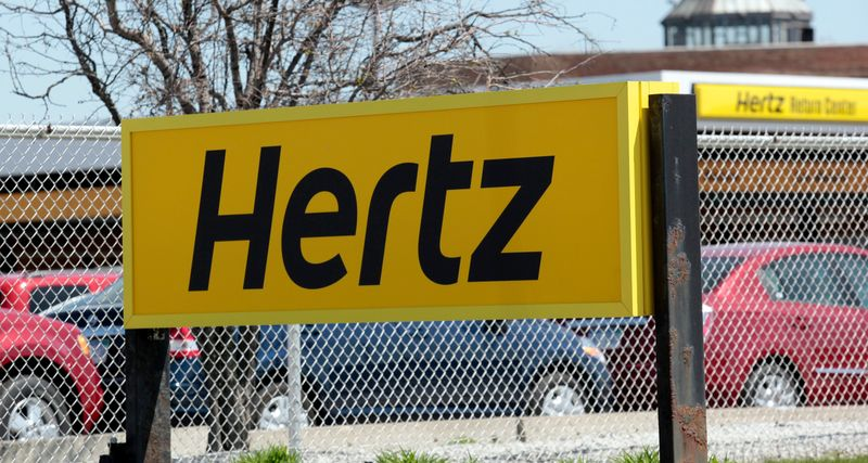 © Reuters. FILE PHOTO: A Hertz rental car sign is placed outside a rental lot near Detroit Metropolitan airport in Romulus