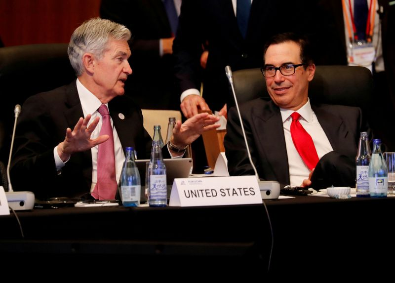 © Reuters. FILE PHOTO: Federal Reserve Chairman Jerome Powell talks with U.S. Treasury Secretary Steven Mnuchin during the G20 finance ministers and central bank governors meeting in Fukuoka