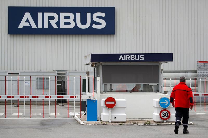 © Reuters. FILE PHOTO: The logo of Airbus is pictured at the entrance of the Airbus facility in Bouguenais