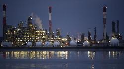 GLOBAL MARKETS-Shares stuck near peaks, U.S. oil futures extend declines