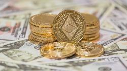 Bitcoin Slips as Altcoins Find Favor Amid Historic $2tn Milestone