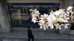 Nikkei rises after weaker yen lifts exporters, banks outperform