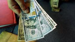 FOREX-Dollar struggles ahead of job figures as investors fret over U.S. recovery