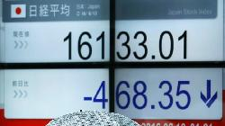 REFILE-Japan shares end higher as IMF forecast boosts hopes of higher earnings