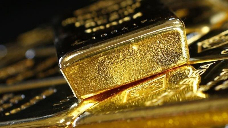 PRECIOUS-Gold climbs to 7-yr high as virus woes boost safety demand - Investing.com ZA