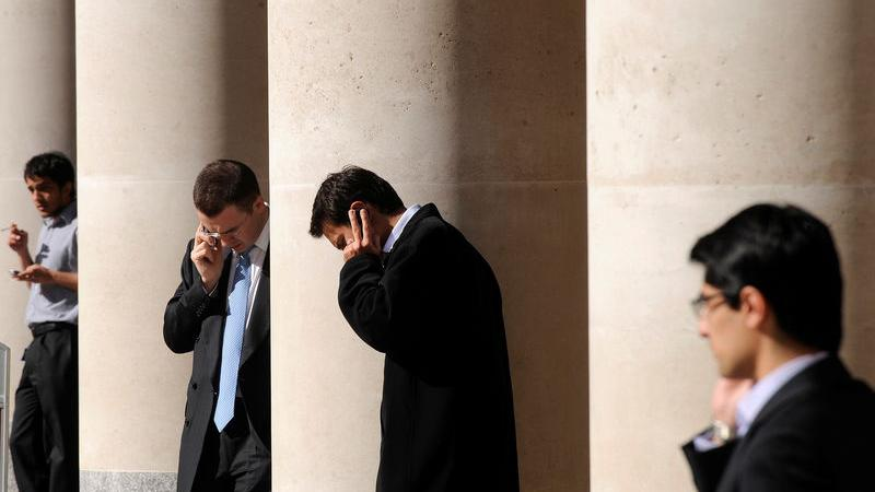 UPDATE 1-Stimulus bets lift FTSE 100 after record collapse in economic output - Investing.com India