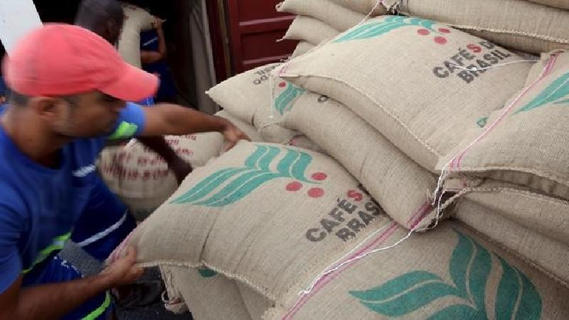 SOFTS-Refined sugar jumps on port worries; coffee and cocoa fall - Investing.com India