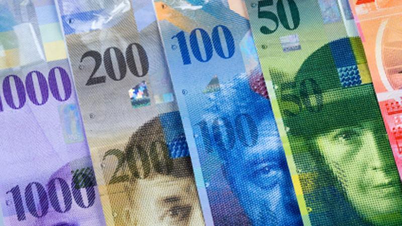 FOREX-Dollar rally resumes as U.S.-China tensions escalate; Swiss franc falls - Investing.com ZA
