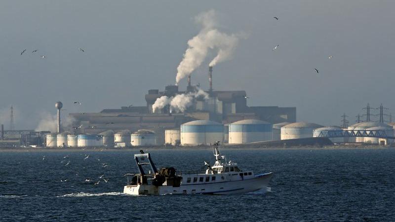 W. Africa Crude-Nigerian Qua under force majeure, Angolan steady