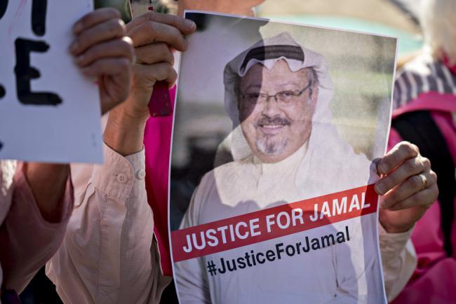 © Bloomberg. A Codepink demonstrator holds a photograph of journalist Jamal Khashoggi outside the White House in Washington on Oct. 19.
