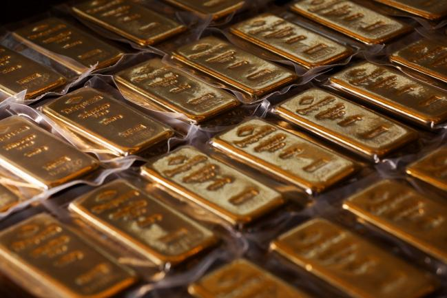 Gold Tops $1,600 as Virus Fuels Growth Fears