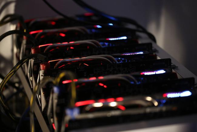 © Bloomberg. Cryptocurrency mining machines sit in operating racks at the home of Dmitry Gutov, a Russian cryptocurrency 'miner,' in Krasnogorsk, Russia, on Thursday, Sept. 7, 2017. Gutov,who works in a Moscow-based staff-outsourcing firm by day, is among a growing number of Russians who have embraced mining as the price of cryptocurrencies such as bitcoin and ether has soared.