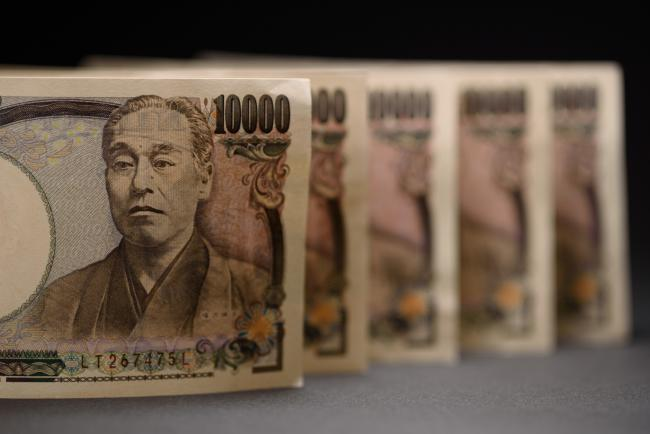© Bloomberg. Japanese 10,000 yen banknotes are arranged for a photograph in Kawasaki, Kanagawa Prefecture, Japan, on Saturday, July 7, 2018. Japan's currency rose against every single Group-of-10 peer in the first half, with an average 4.8 percent gain. Now a combination of U.S. protectionism, European populism and emerging market turmoil threatens to push the yen even higher in the second half, according to analysts. Photographer: Akio Kon/Bloomberg
