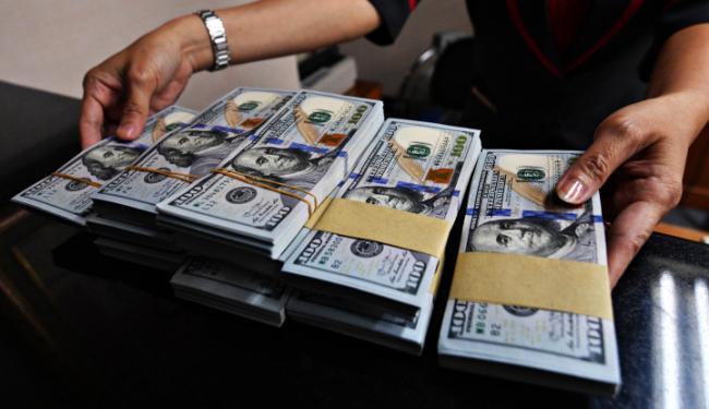 © Warta Ekonomi. Dolar AS Melemah Karena Investor Pertimbangkan Pertemuan Fed