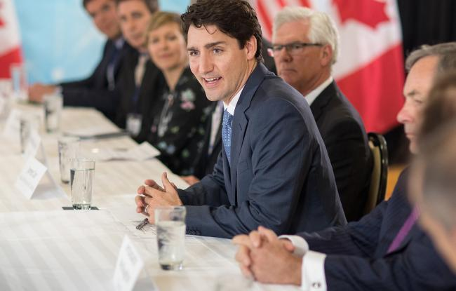 © Bloomberg. Justin Trudeau, Canada's prime minister, right, speaks during a roundtable discussion at the 2017 CERAWeek by IHS Markit conference in Houston, Texas, U.S., on Thursday, March 9, 2017. CERAWeek gathers energy industry leaders, experts, government officials and policymakers, leaders from the technology, financial, and industrial communities to provide new insights and critically-important dialogue on energy markets.