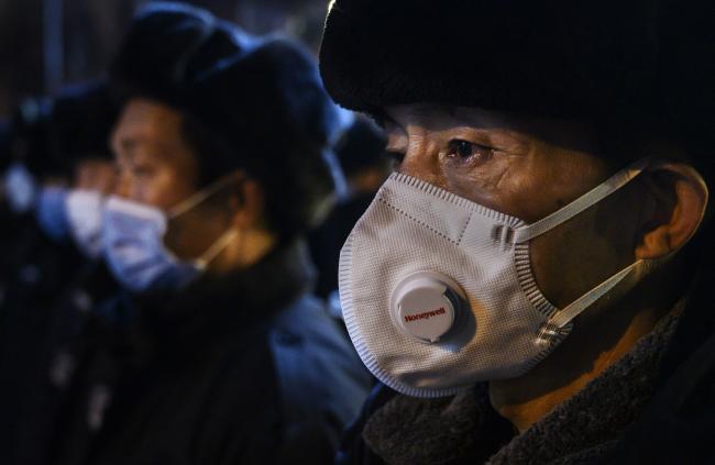 Deaths Hit 910; Empresas globales reinician plantas de China: actualización de virus por Bloomberg 2