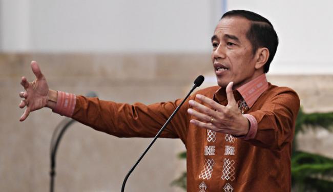 © Warta Ekonomi. Jokowi: Kalau Saya Orang Politik, Bangun Jawa Saja. Tapi Kita Bangun Negara
