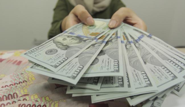 © Warta Ekonomi. Kurs Dolar AS Melemah