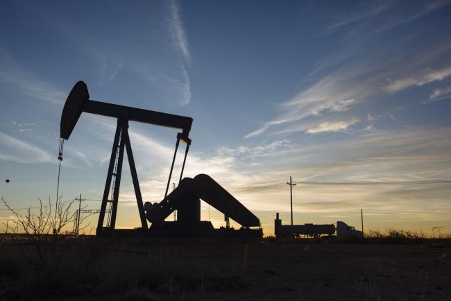Oil Stalls After Rosneft Sanctions Offset Virus-Led Demand Fears