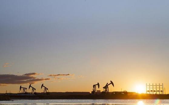 油市恐经历史上最具破坏性的暴跌?沙特能接受30美元低油价,多头想翻身或还需时日!