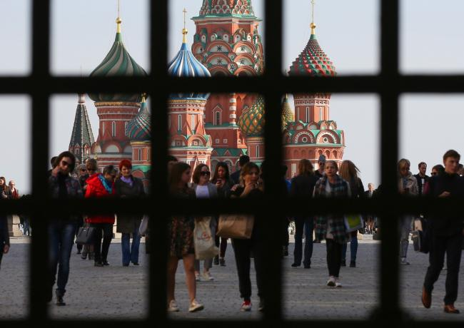 © Bloomberg. Visitors walk through Red Square near Saint Basil's cathedral in Moscow, Russia, on Tuesday, April 10, 2018. Russia's currency extended its plunge, dropping to the weakest level since Dec. 2016, as investors weighed the implications of the toughest U.S. sanctions yet.