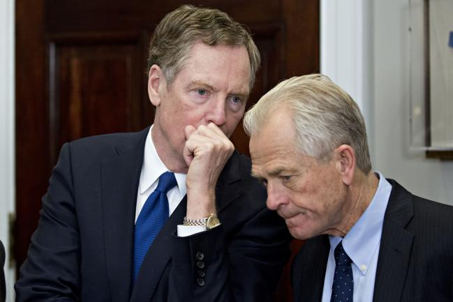 © Bloomberg. Robert Lighthizer speaks with Peter Navarro.