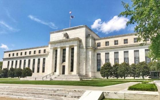 黄金回吐日内多数涨幅,多头担心FED鹰派抬头;提升通胀预测准心,鲍威尔得改变思路
