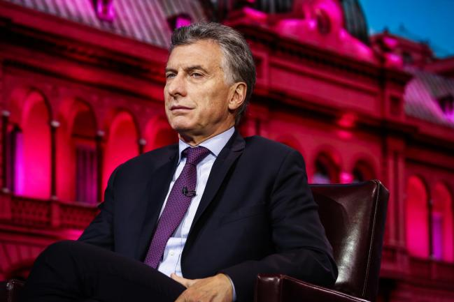 © Bloomberg. Mauricio Macri, Argentina's president, listens during a Bloomberg Television interview in New York, U.S., on Tuesday, Nov. 7, 2017. Macri is pushing a bill that would allow farmers to recoup money from fertilizer purchases, the government's latest move to sustain an agricultural revival in the country, one of the world's top producers of corn and soybeans. Photographer: Christopher Goodney/Bloomberg