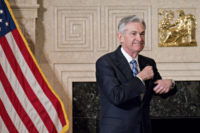 © Bloomberg. Jerome Powell, chairman of the U.S. Federal Reserve, puts away his glasses after taking the oath of office in Washington, D.C., U.S., on Monday, Feb. 5, 2018.