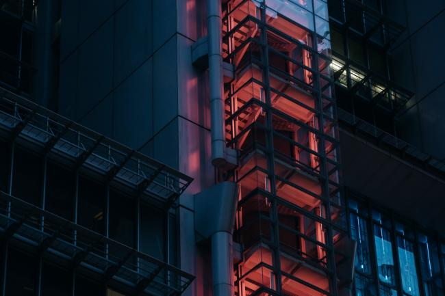 © Bloomberg. A staircase at the HSBC Holdings Plc headquarters building is illuminated in red light at night in Hong Kong, China, on Sunday, July 30, 2017. HSBC is set to announce plans to buy back $2 billion of shares when it unveils second-quarter results on July 31, the Sunday Times reported, without saying where it got the information. Photographer: Anthony Kwan/Bloomberg