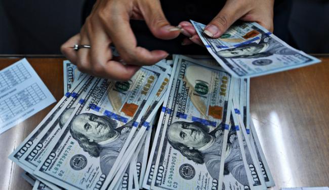 © Warta Ekonomi. Dolar AS Menguat Setelah Euro Melemah