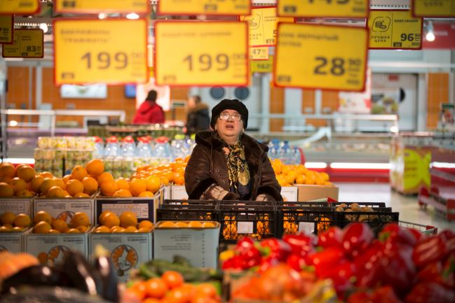 由于疲软的消费者需求使得零售商无法通过新年的增税俄罗斯央行今年的通胀斗争意外得到了推动