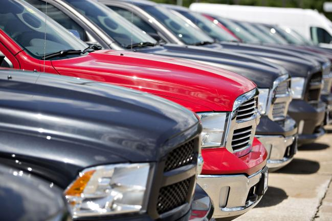 © Bloomberg. A row of Fiat Chrysler Automobiles (FCA) 2017 Dodge Ram trucks are displayed for sale at a car dealership in Moline, Illinois, U.S., on Saturday, July 1, 2017. Ward's Automotive Group released U.S. monthly total and domestic auto sales figures on July 3.