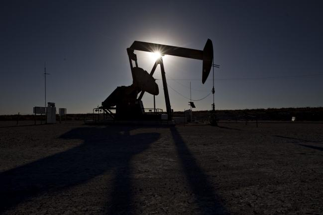 Oil Poised to Eke Out Weekly Gain as Trade Whims Whipsaw Market