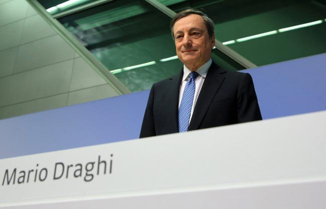 © Bloomberg. Mario Draghi, president of the European Central Bank (ECB), arrives for a news conference to announce the bank's interest rate decision at the ECB headquarters in Frankfurt, Germany, on Thursday, Oct. 20, 2016. The ECB kept its quantitative-easing program and interest rates unchanged as suspense builds up over a possible extension of bond-buying later this year.