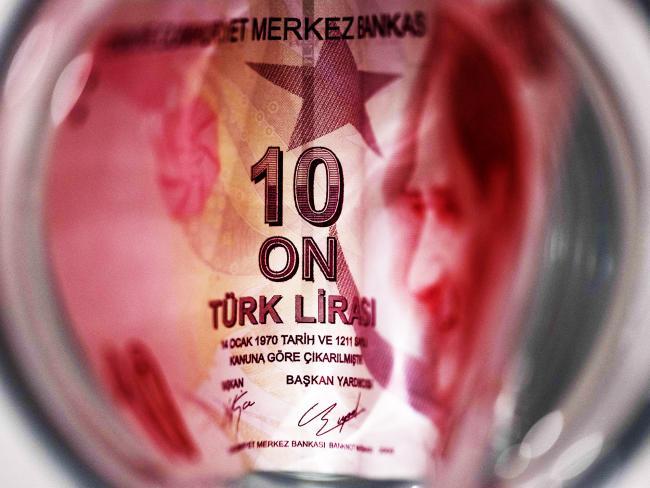 Turkey Markets Sink as Sanctions Risk Swamps Banks' Lira Defence