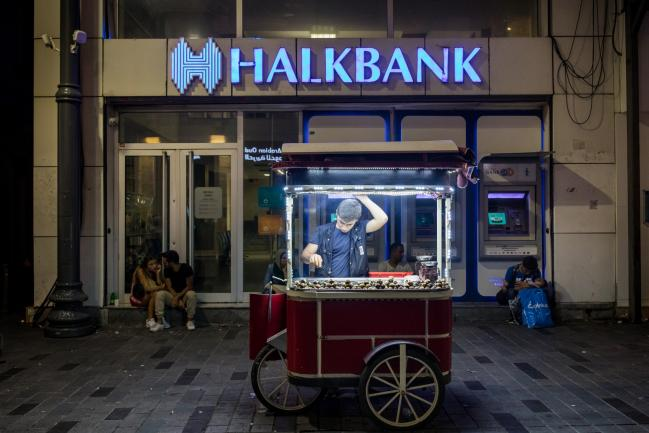 Halkbank Shares Slump After U.S. Opens Sanctions-Busting Case