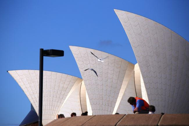 Australia Holds Key Rate, Wagers Property Will Lift Spirits By Bloombe
