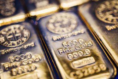 Vàng tỏa sáng rực rỡ giữa lúc thị trường hỗn loạn vì nguy cơ chiến tranh thương mại