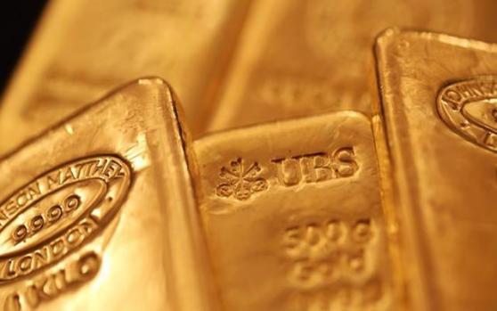现货黄金小幅走低,因风险人气改善;但有机构提醒,金价支撑因素多样化,勿顾此失彼