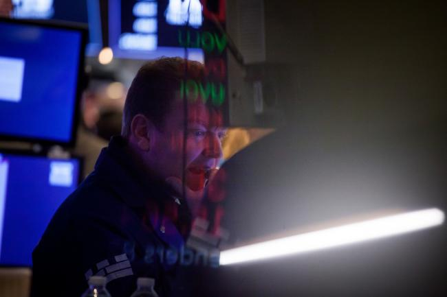 © Bloomberg. A trader works on the floor of the New York Stock Exchange (NYSE) in New York, U.S.