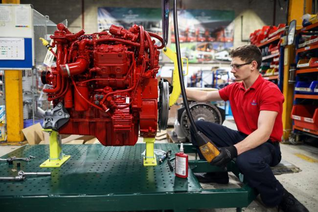 © Bloomberg. An apprentice works on the engine of an Enviro 200 bus at the Alexander Dennis Ltd. factory in Guildford, U.K., on Monday, Sept. 11, 2017. Manufacturing in the U.K. rose in July for the first time this year, boosted by a strong rebound in car production. Vehicle output, which had fallen sharply in recent months, surged almost 14 percent, the most since March 2009, helped by new models rolling off production lines.
