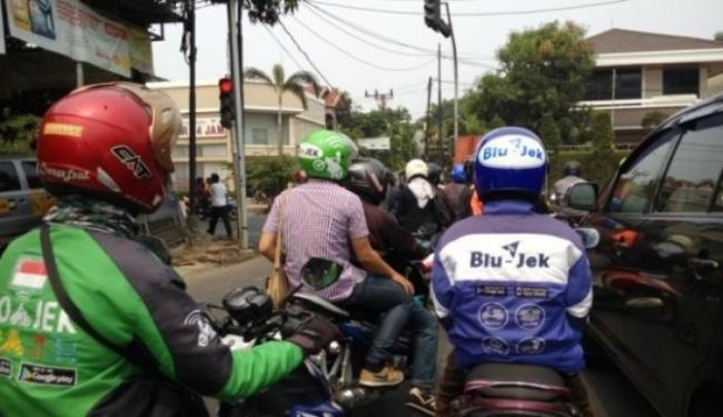 © Warta Ekonomi. Presiden Jokowi Imbau Ini ke Ojol
