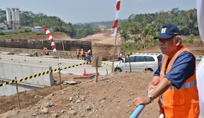 © Warta Ekonomi. Menpupera Pastikan Jalan Tol Bawen-Salatiga Dibuka Akhir Agustus