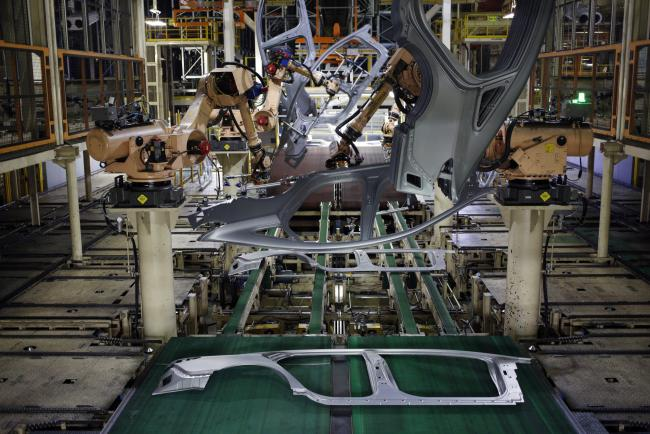 © Bloomberg. Robots weld door frames on the production line at the Hyundai Motor Manufacturing Alabama (HMMA) facility in Montgomery, Alabama, U.S., on Wednesday, July 19, 2017. The U.S. Census Bureau is scheduled to release durable goods figures on July 27. Photographer: Luke Sharrett/Bloomberg