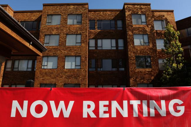 © Bloomberg. SAN FRANCISCO - JULY 08: A sign advertising apartments for rent is displayed in front of an apartment complex July 8, 2009 in San Francisco, California. As the economy continues to falter, vacancy rates for U.S. apartments have spiked to a twenty two year high of 7.5 percent, just short of the record high of 7.8 percent set in 1986. (Photo by Justin Sullivan/Getty Images)