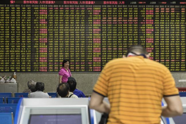 © Bloomberg. An investor stands at a trading terminal in front of an electronic stock board at a securities brokerage in Shanghai, China, on Wednesday, May 30, 2018. Foreign investors are about to get a bargain. At least, that's the optimistic slant after Chinese equities slumped for the longest stretch since 2013, taking valuations back to two-year lows right before they feature on MSCI Inc. indexes from June 1. Photographer: Qilai Shen/Bloomberg