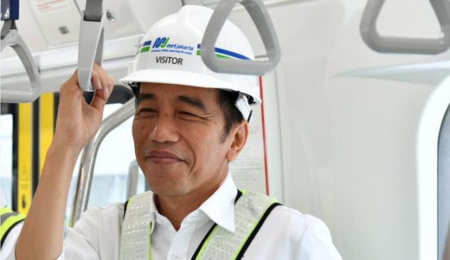 © Warta Ekonomi. Rocky Gerung Sesungguhnya Tak Benci Jokowi