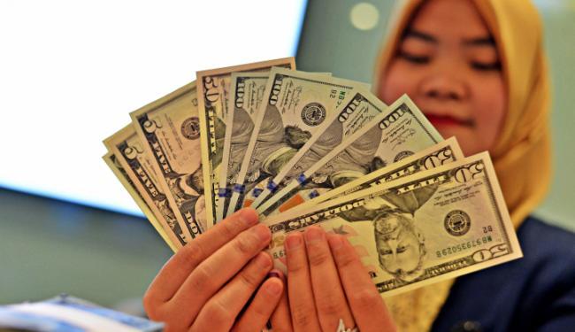 Sedikit Menguat dari Mata Uang Dunia
