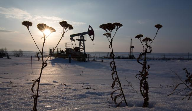 © Bloomberg. An oil pumping jack, also known as a 'nodding donkey,' operates in a snow covered oilfield in the village of Otrada, 150kms from Ufa, Russia.